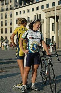 343d975cf7c613 Deutschlands schnellste Bahnradfahrerin gegen Inline-Europameisterin am  Brandenburger Tor