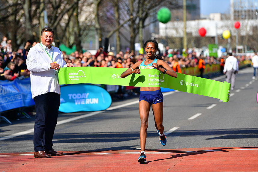 Melat Kejeta wins the 2018 Berlin Half Marathon